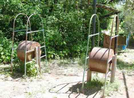 раритетные барабаны. местных жителей можно уважать уже за то, что эти игрушки не сдали в металлолом в голодные годы