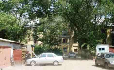 белая будка справа - Командный Пункт парковки