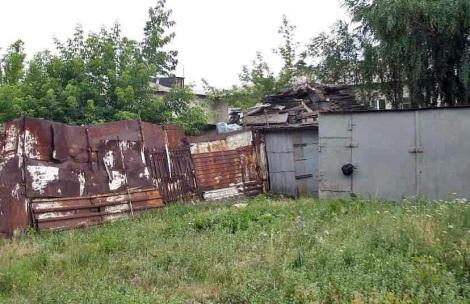 дома по соседству с платформой Толевой