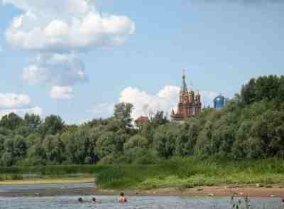 отдых с видом на храм Михаила Архангела