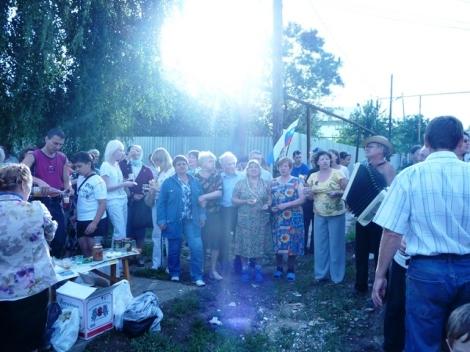 Жители рано начали отмечать победу (фото с сайта zastroike.net)