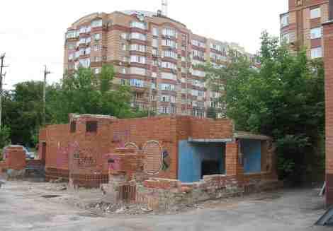 2009 год - руины туалета