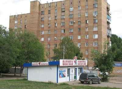 """на Аэродромной """"Фабрика качества"""" каждые 200 метров"""