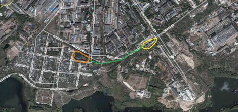 желтым выделен поселок, зеленым - дорога, оранжевым - школа