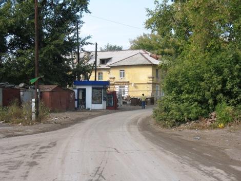 вход в 5 поселок Киркомбината со стороны побережья