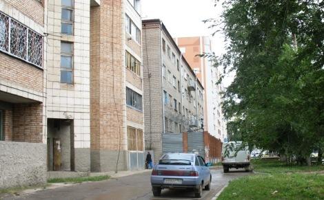 колония замаскировалась между жилыми домами