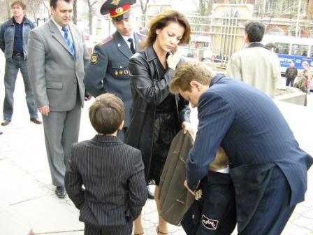 рядом с внуками и родными Титова
