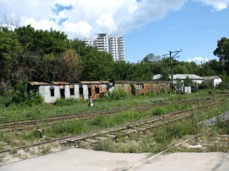 брошенные гниющие вагончики под Новой Гаванью