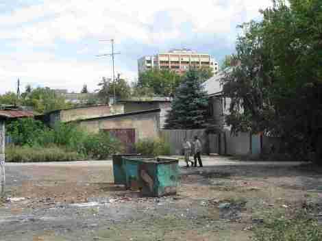контрасты Чувашей: слева - старые дома, на переднем плане - новые, на заднем плане - современная застройка, общее впечатление = хаос