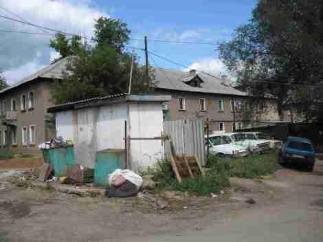 Бельский переулок, общие туалеты по соседству с мусорками