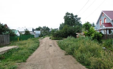 хотя улица и не благоустроена, но названия от Тархова она явно не заслужила