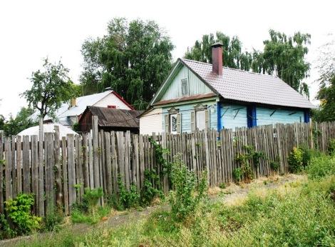 даже старый домик можно содержать в порядке, хотя архитектуре города по любасу надо вводить нормативы на внешний вид заборов и т.д.