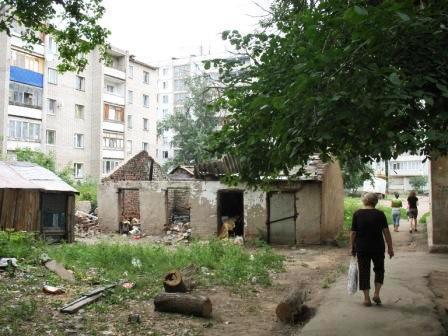 а эти старые руины в новой застройке разве не надо приводить в порядок?