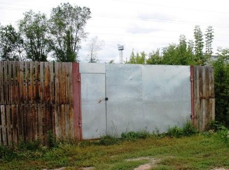 разве забором и замками спасешься?