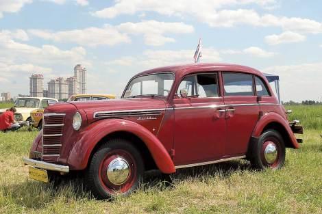 Москвич 401 (с сайта www.autocentre.ua)