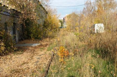 рядом со старой гаванью железная дорога... была