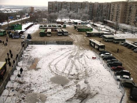 хорошо видно, какое количество общественного транспорта здесь парковалось