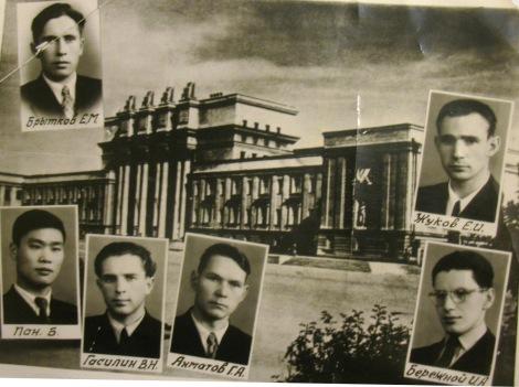 Игорь Бережной в нижнем правом углу, фото кликабельно в хорошем разрешении