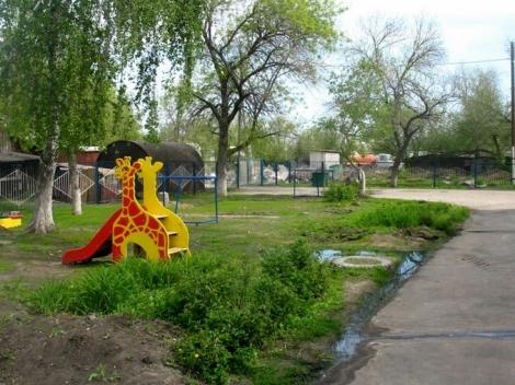 Кряж, весна, выгребная яма детского садика заполнена - вода идет через колодец - запах жесть