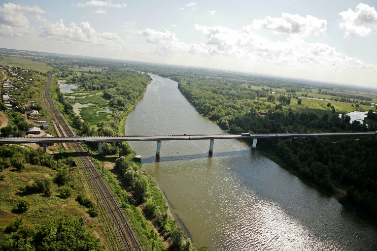 уйти на Алексеевский мост