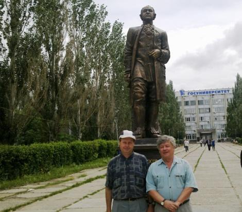 Евгений Бажанов и один из крупнейших специалистов по религии и этнографии в Самарской области Михаил Федоров
