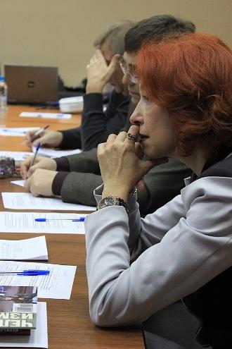 сидел между Ириной Скуповой и Василием Тарасенко
