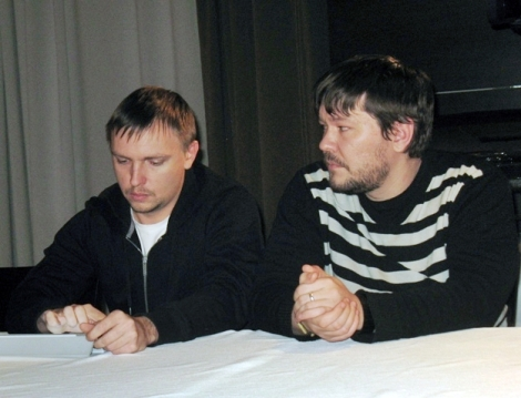 Александр (слева) мастер по части дельных вопросов