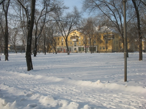 настоящий белый снег в промзоне - чудо