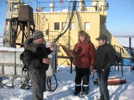 на острове слева - направо: Евгений  Синюков, Роман Сараев, Роман Ерилин