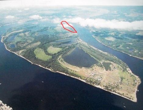 о. Поджабный, где неединожды бывал В. Ленин и рыбачил в детстве А.Толстой (Сухая грива - красным цветом),