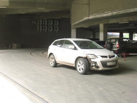 под ТРК машины ездят по путям