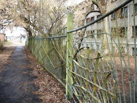 этот забор был когда-то нарядным
