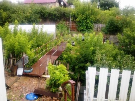 самодельный переход к саду - под ним спуск к Самарке