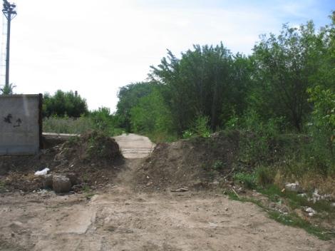 дорогу завалили грунтом