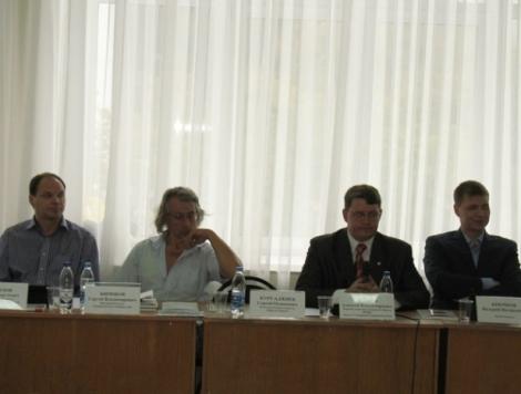 коммунисты подкупают недвижимость в округе Фетисова