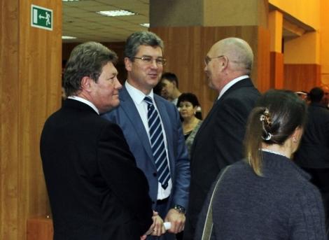 Игорь Кондрусев слева - его функционал для меня 3 года загадка