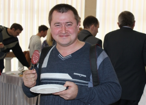 Саша Жоголев (3ojlotou.livejournal.com) продается за колбасу из оленины :-)