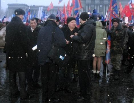 Сивиркин отмечает Крым на площади