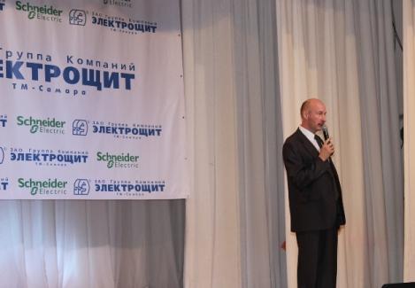 Евгений Ланщиков отвечает в Schneider Electric за работу с учебными заведениями, он напомнил про 14 сентября - день выборов