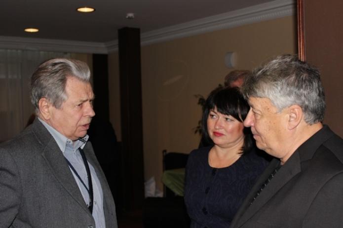 Михаил Федоров (справа)