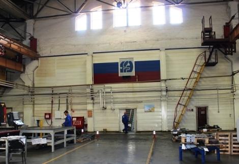 флаг РФ и эмблема завода - атрибуты предприятия