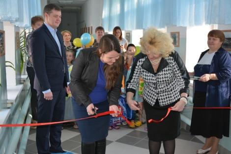 ленту перерезают Ирина Пронина и Маргарита Киселева