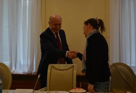 в начале встречи губернатор лично поздоровался со всеми блогерами