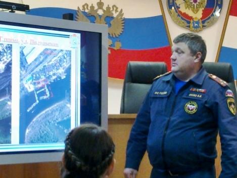 Олег Бойко показывал на карте, где хотели захватить участки ГИМС
