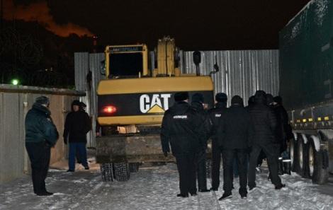 полиция сопровождает технику без госномеров на дело