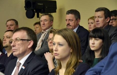 Елена Рыжкова в задних рядах была совершенно спокойна