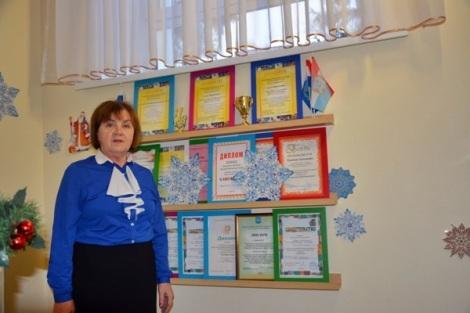 Наталья Николаевна и часть наград школы