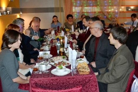 Петр Кабытов за столом