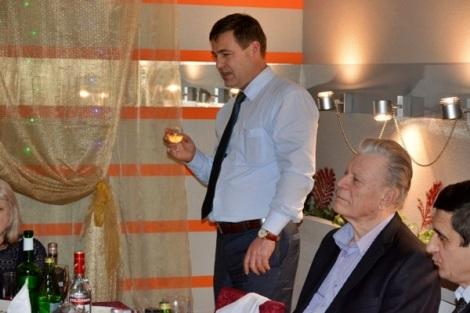 поздравляет депутат губернской думы Сергей Турусин