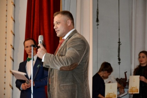 глава района Олег Комаров говорил о семье